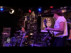 Arctic Monkeys - Do I Wanna Know? - Live In The Red Bull Sound Space At KROQ, LA - YouTube