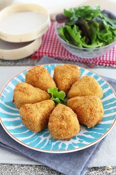 Breaded, crunchy and crispy Camembert, Ptitchef recipe - Vegetarian Recipes Vegetarian Cooking, Vegetarian Recipes, Snack Recipes, Cooking Recipes, Drink Recipes, Camembert Pane, Fingers Food, Good Food, Yummy Food