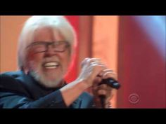 This made me get up and clap! Loved Bob's tribute! Bob Seger Heartache Tonight Eagles - YouTube