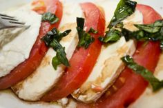 CAPRESE SALAD. For recipe vivit www.hayfaglam.com #capresesalad #salad #healthy #recipe