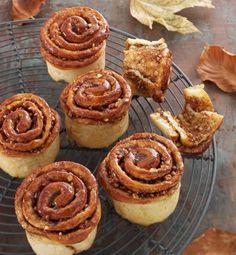 -Kanelsnegle fra Conditori La Glace- rolled cinnamon-buns,- filling of hazelnuts - use brown sugar? Baking Recipes, Cake Recipes, Dessert Recipes, Pitaya, Danish Food, Food Crush, Sweet Pastries, Bread Cake, Pancakes And Waffles