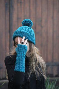 Glénic Hat & Mitts (free pattern) #knitting