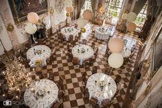 Hochzeit mit Wedding Planner Schloss Leopoldskron - Salzburg Stadt - Roland Sulzer Fotografie GmbH - Blog Table Settings, Chandelier, Ceiling Lights, Table Decorations, Blog, Wedding, Furniture, Home Decor, Night Photography