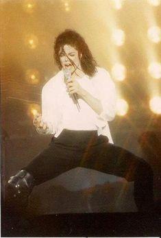 Mmmm those legs, hair, face, BODY! Michael why you gotta be so sexy! Michael Jackson Smooth Criminal, Michael Jackson Dangerous, Michael Jackson Bad, Janet Jackson, Paris Jackson, Lisa Marie Presley, Elvis Presley, Mj Dangerous, Jackson Life