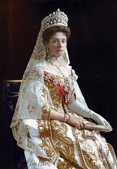Empress Alexandra Feodorovna 1907 by klimbims Alexandra Feodorovna, Royal Crowns, Royal Tiaras, Court Dresses, Royal Dresses, Czar Nicolau Ii, Tsar Nicolas, House Of Romanov, Imperial Russia