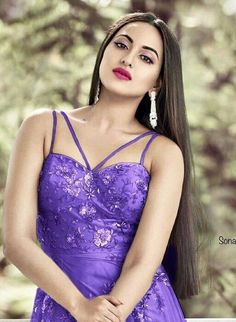 Though most of them often take the help of hair extensions, nonetheless they flaunt it quite well. Here is a list of celebrities in B-town who have gorgeous hair Bollywood Girls, Bollywood Celebrities, Bollywood Fashion, Bollywood Oops, Bollywood Saree, Indian Bollywood, Beautiful Girl Indian, Most Beautiful Indian Actress, Gorgeous Lady