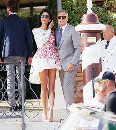Amal Alamuddin married George Clooney in a VERY short dress. Amal Alamuddin married George Clooney in a VERY short dress. Little White Dresses, Nice Dresses, Star Fashion, Fashion News, Dress Fashion, Women's Fashion, Classy Couple, Very Short Dress, Kim Kardashian And Kanye