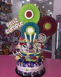 Creaciones D'encantos C.A. 🌺 (@dencantos)   Instagram photos and videos Birthday Banner Template, Flower Box Gift, Birthday Bouquet, Weird Gifts, Candy Cakes, Diy And Crafts, Paper Crafts, Candy Bouquet, Party In A Box