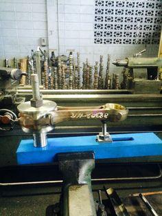 Dispositivo para extraer e instalar bujes de biela según sus modelos