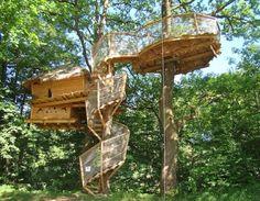 Slapen 7 meter boven de grond in boomhut, Frankrijk Jura