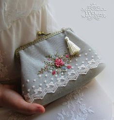 Today I want to draw your attention to this novelty! This beautician - clutch with hand embroidery. Embroidery Purse, Hand Embroidery Flowers, Learn Embroidery, Hand Embroidery Patterns, Vintage Embroidery, Ribbon Embroidery, Embroidery Stitches, Frame Purse, Vintage Purses