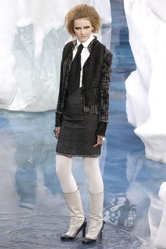 Chanel Fall 2010 Ready-to-Wear Fashion Show - Lisanne De Jong (NATHALIE)
