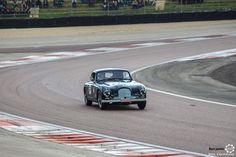 #Aston_Martin DB2/4 au Grand Prix de l'Age d'Or. #MoteuràSouvenirs Reportage complet : http://newsdanciennes.com/2016/06/06/jolis-plateaux-beau-succes-grand-prix-de-lage-dor-2016/ #ClassicCar #VintageCar