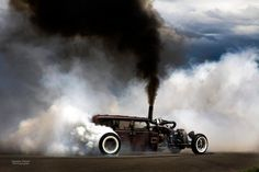Rolling coal with the diesel rat rod. So cool, I love the mixture of black diesel smoke and white rubber burning smoke. Truly art in my eyes. Diesel Rat Rod, Diesel Punk, Diesel Trucks, Cummins Diesel, Cummins Turbo, Black Diesel, Dodge Cummins, Rat Rod Trucks, Truck Drivers