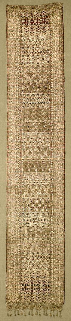 W-4770. Minangkabau Songket Runner. Sumatra Minangkabau, Balinese Decor, Indonesian Art, Batik Pattern, Traditional Fabric, Weaving Art, Fabulous Fabrics, Textile Design, Handicraft