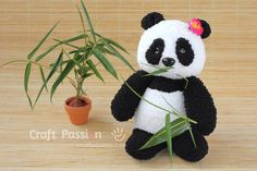 Sew a set of twin sock panda PaiPai & PeiPei with pair of white & black chenille microfiber socks. Free pattern with steps photo and printable template. Diy Sock Toys, Sock Crafts, Sewing Patterns Free, Free Sewing, Crafts To Make, Crafts For Kids, Panda Craft, Baby Gifts To Make, Sock Dolls