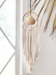 Total beach shack vibes for all you lovers of an endless summer! This gorgeous wall hanging is made with a beautiful sea shell, collected on the beaches of the East Coast, at the center of a rattan hoop, adorned with chunky seaside style ropes! Seashell Art, Seashell Crafts, Beach Crafts, Diy Crafts, Seashell Decorations, Seashell Wind Chimes, Simple Crafts, Food Crafts, Garden Crafts