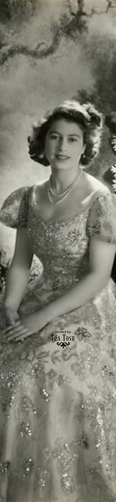 ❇Téa Tosh❇ Queen Elisabeth II as a princess by Cecil Beaton. 1945