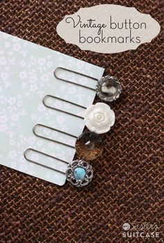 "DIY ""Vintage"" Button Bookmarks - 5 Minute Project - Haven't made any Mother's Day or Teacher gifts yet? These vintage button bookmarks take 5 minut - Diy Vintage, Vintage Crafts, Unique Vintage, Vintage Sewing, Crafts To Make, Crafts For Kids, Diy Crafts, Diy Marque Page, Paperclip Bookmarks"