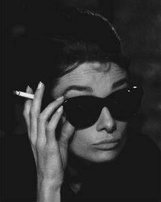 Audrey Hepburn as Holly Golightly in Breakfast at Tiffanys Classic Hollywood, Old Hollywood, Audrey Hepburn Mode, Audrey Hepburn Breakfast At Tiffanys, Audrey Hepburn Smoking, Victoria Tornegren, Holly Golightly, Actrices Hollywood, Black And White Aesthetic