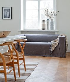Loose fit linen slipcover from bemz.com (too bad they don't make them for Stockholm 3.5)