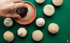 Deliciosos, eles enfeitam a mesa do aniversário do seu filho – e eles podem te ajudar a preparar em casa. A receita é da chef Ivy Oliveira, da Cozinha Experimental União. Rendimento: 45 unidades. I…
