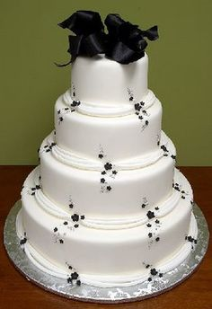 simple but beutiful wedding cake