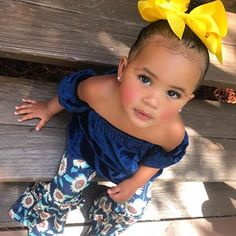 I like those balenciagas, the ones that look like socks 😍😍😍💁🏽♀️ Cute Mixed Babies, Cute Black Babies, Beautiful Black Babies, Cute Babies, Cute Kids Fashion, Baby Girl Fashion, Fashion Children, Cute Little Girls Outfits, Baby Outfits
