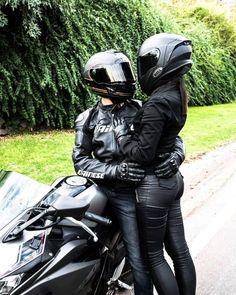 Creativebikers - Motion In Pleasure Creativebikers - Motion In Pleasure,Motorcycles❤ couple girl couple pictures xsr 700 Motorcycle Couple Pictures, Bike Couple, Motorbike Girl, Motorcycle Style, Lady Biker, Biker Girl, Motard Sexy, Bike Photoshoot, Biker Love