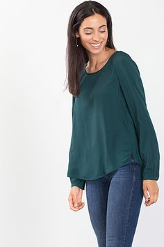 Esprit / Flowing basic blouse with a round neckline