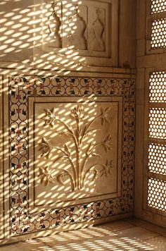 Most beautiful hand-crafted marble-engraving and scroll-work at Taj Mahal, Agra, India