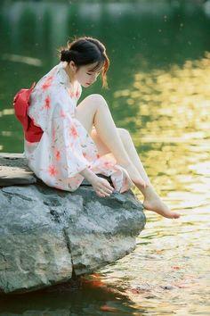 Beautiful Japanese Girl, Japanese Beauty, Beautiful Asian Women, Asian Beauty, Body Reference Poses, Pose Reference Photo, Poses References, Figure Poses, Shooting Photo