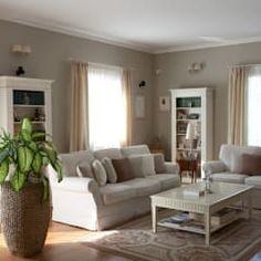Casa Raffinata: Soggiorno in stile in stile Classico di ADI ARREDAMENTI