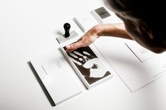 """""""Heat-Sensitive Business Cards Are Like Touchable Polaroids 