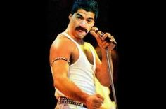 Śmieszne zdjęcie Luisa Suareza • Piłkarz Barcelony wcielił się w rolę Freddiego Mercury • Luis Suarez został piosenkarzem • Zobacz >> #suarez #football #soccer #sports #pilkanozna #funny