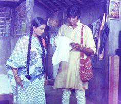 Rekha and Amitabh Bachchan in a still from Hrishikesh Mukherjee's Alaap India First, Amitabh Bachchan, Bollywood, Kimono Top, Sari, Actresses, Indian, Actors, Popular