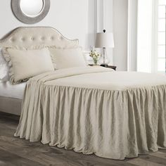 Add a feminine flair to your bedroom with the lovely Lush Decor Ruffle Bedspread Set. Accented with a beautiful ruffled detail in an array of fashionable colors, the lavish bedding instantly brings a shabby chic vibe to any room's decor. Blanc Shabby Chic, Estilo Shabby Chic, Ruffle Bedspread, Ruffle Skirt, Dust Ruffle, Bungalow, Shabby Chic Farmhouse, Farmhouse Style, Farmhouse Bed