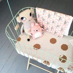Big & Belg Cribs.