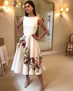 beautiful floral print dress to wear 8 Royal Dresses, Cute Dresses, Beautiful Dresses, Prom Dresses, Summer Dresses, Wedding Dresses, Modest Fashion, Fashion Dresses, Look Chic