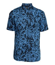 Blue button-down short-sleeved shirt with bold tropical print. | H&M For Men