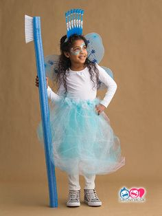 These costumes are faster than the lineup at the party store and easier than one of those fancy pumpkin-carving stencils. kids costumes 51 easy Halloween costumes for kids Little Girl Halloween Costumes, Hallowen Costume, Theme Halloween, Diy Costumes, Halloween Kids, Halloween Crafts, Halloween Makeup, Halloween Decorations, Cool Costumes For Kids