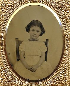 What an angel! Vintage Children Photos, Vintage Kids, Vintage Images, Antique Photos, Vintage Photographs, Old Pictures, Old Photos, Post Mortem Photography, Zahn