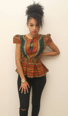 African Top plissé dashiki vert by AfricanStyleAS on Etsy African Inspired Fashion, African Print Fashion, Africa Fashion, Fashion Prints, Ankara Fashion, African Print Dresses, African Dress, African Prints, African Fabric