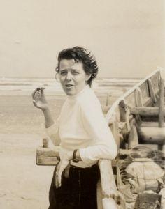 Charlotte Perriand, architect, in Japan 1954. Musée d'Art Moderne de Saint Etienne Métropole