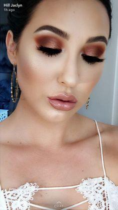 The beautiful Jaclyn Hill in her new morphe eyeshadow palette!! Hot fire smokey eye.