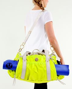 if you ever see it in the shop please tell me where :) #lululemon #bag