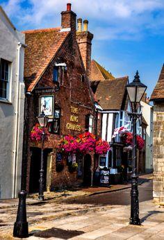 13 Cozy Picturesque Villages in England - Wellness and Lifestyle Dorset England, England Ireland, England And Scotland, London England, British Pub, British Isles, Cool Places To Visit, Places To Travel, Places To Go
