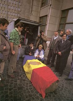 Romanian Revolution, Russian Revolution, Romania People, Timisoara Romania, Communism, Bucharest, Countries Of The World, Coat Of Arms, The Past