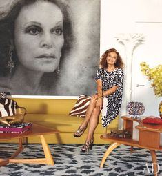 dvf's nyc apartment. i mean, how long do i have to wait to have an eight foot photo of myself in my apt?