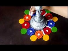 2 Quick and easy flower shaped rangoli designs using cookie cutters Rangoli Borders, Rangoli Border Designs, Small Rangoli Design, Rangoli Patterns, Rangoli Ideas, Beautiful Rangoli Designs, Kolam Designs, Indian Rangoli, Kolam Rangoli